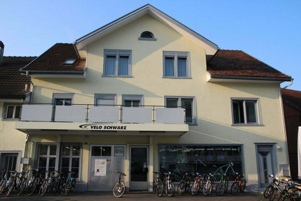Lokalität von Velo Schwarz nach der Renovation der Aussenfassade